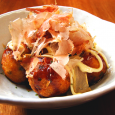 Chunky octopus inside a ball-shaped Japanese savoury doughnut made of batter. Topping with bit spicy vege sauce, Japanese Mayo and still moving & waving KATSUO-BUSHI (Shaved fermented and dried skip […]
